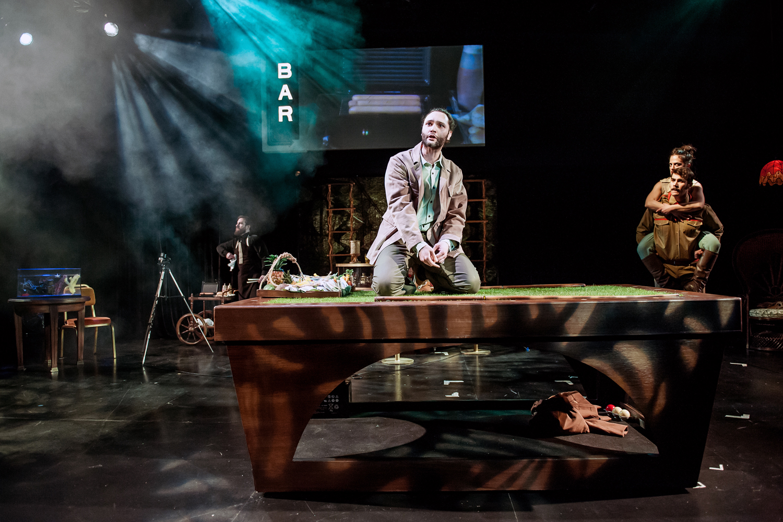 Αποτέλεσμα εικόνας για «Το γελοίο σκότος» Σκηνοθεσία Κατερίνα Γιαννοπούλου